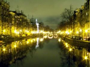Gracht bei Nacht